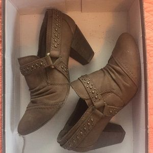 Shoes - Brown, studded Booties